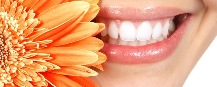Dentistas en Castellón - El enjuague bucal, el otro aliado de la higiene de tus dientes