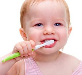 Dentistas en Castellón - ¿Cómo crear el hábito de cepillarse los dientes en los niños?