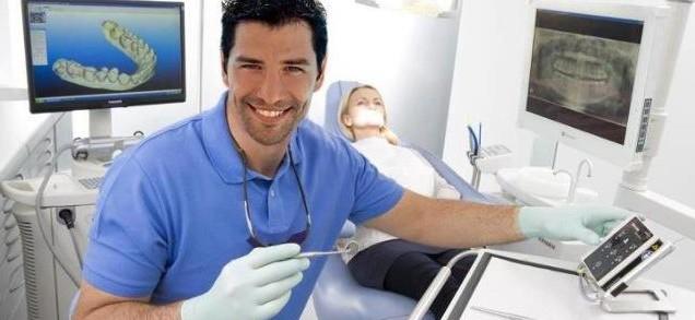 Dentistas en Castellón - Si eres mayor, cuidamos también de tu sonrisa